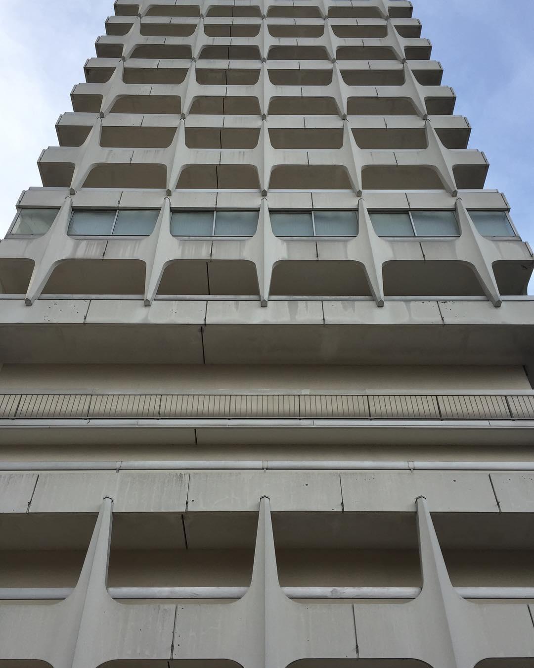 Qu estupidez pensar que esta foto del edificio podra transmitirhellip